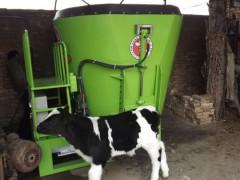 供应3立方TMR饲料搅拌机 小型牛场专用