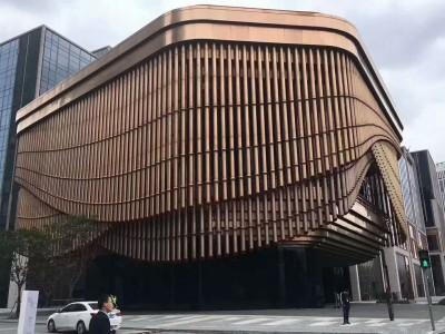 氟碳木纹铝方通吊顶 定制外墙装饰材料厂家