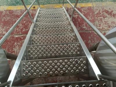 不锈钢鱼眼孔防滑板鱼眼起鼓防滑板 走道鳄鱼嘴防滑板厂家定制