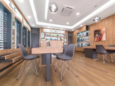 眼镜店装修如何选择眼镜展柜