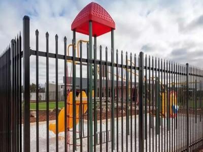 供应幼儿园围栏 镀锌烤漆栅栏 深圳住宅区护栏加工定做