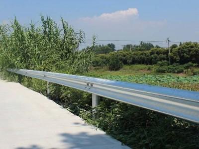 三波护栏常用于桥梁和高速路段-晟护