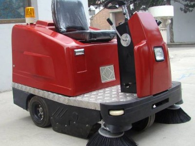贵阳南明电动驾驶式扫地车