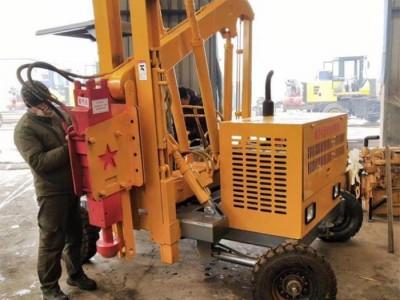 公路护栏打桩机 小型四轮护栏打桩机 打拔钻一体可定制打桩机