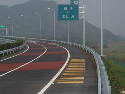 马路划线漆专业用在水泥地面或者沥青路面做划线使用