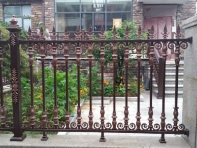 泰兴铸铝围栏铝艺大门护栏楼梯防盗护窗工程厂家