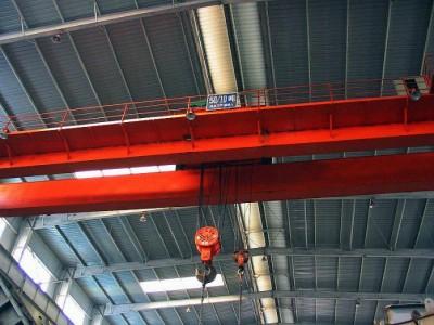 广东广州单梁行车厂家设备卸车开始安装